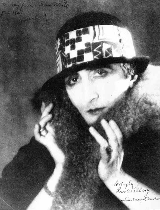 Duchamp jako Rose Selavy. Zdjęcie Man Ray'a