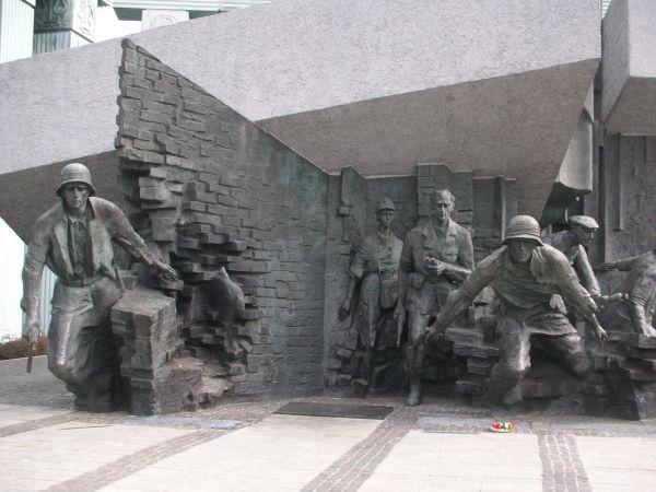 powstanie warszawskie pamięć
