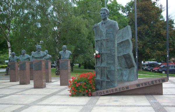 pomnik, wykleci