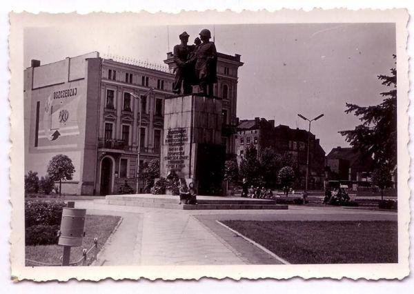Plac Stalina Legnica Pomnik Wdzięczności