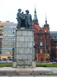 pomnik wdzięczności dla armii radzieckiej w legnicy